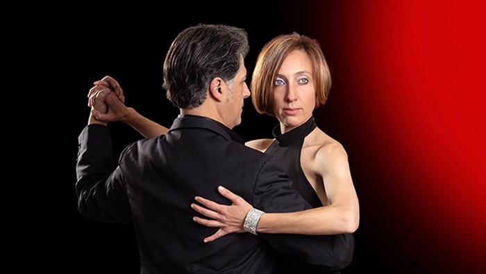 Ritratto di coppia ballando tango